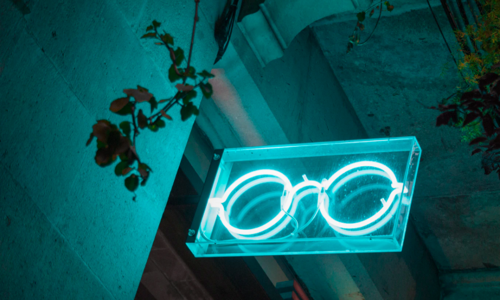 Illuminated glasses sign