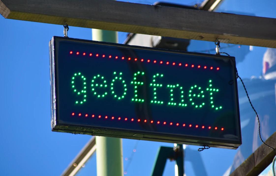 3 Fun Ways To Use Illuminated Box Signs + Design Tips